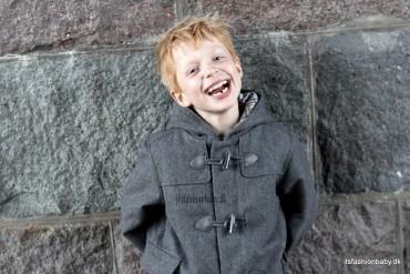 Model Christian Dufflecoat eller duffelcoat som børnejakke og vinterjakke til drenge i grå uld fra Wheat til vinter 2014.