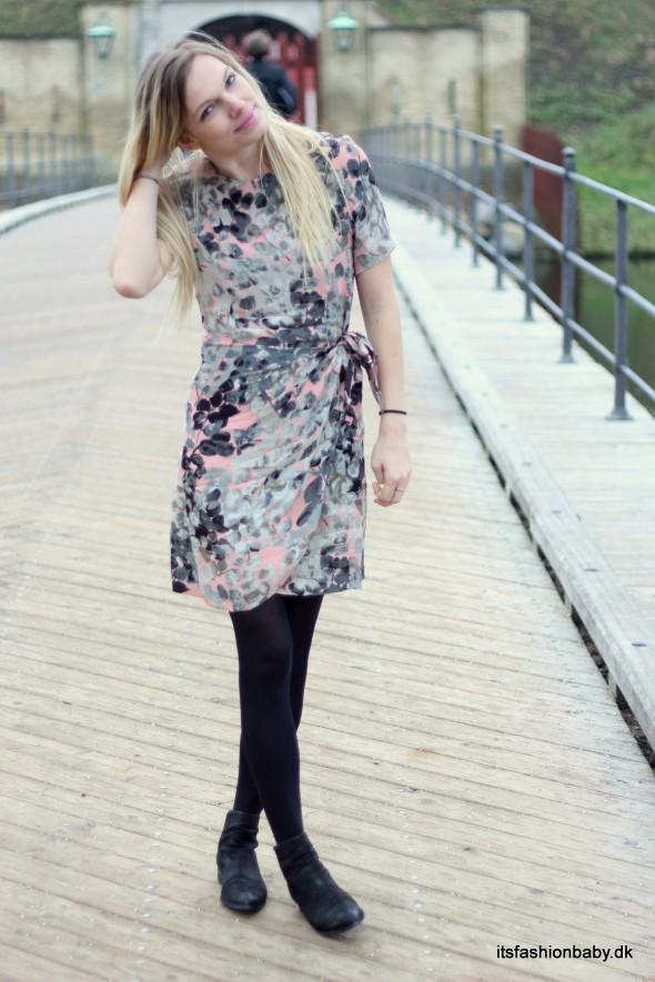 Gannis smukke blomstrede kjole Tilda Crepe fra deres SS15 sommerkollektion