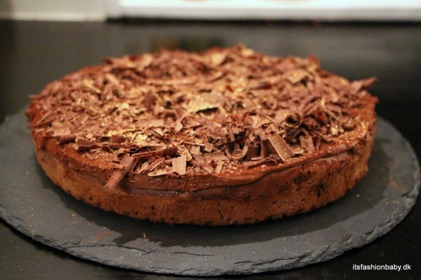 Lækker hjemmelavet Gateau Marcel chokoladekage som nytårsdessert