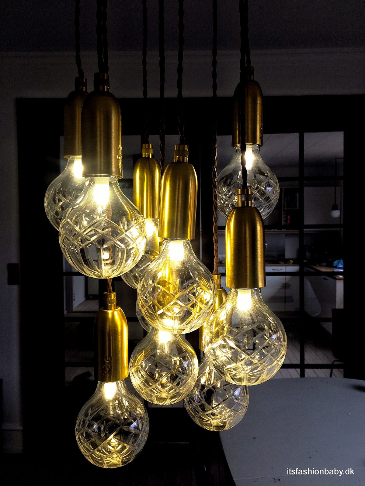 Lampe med krystalpærer