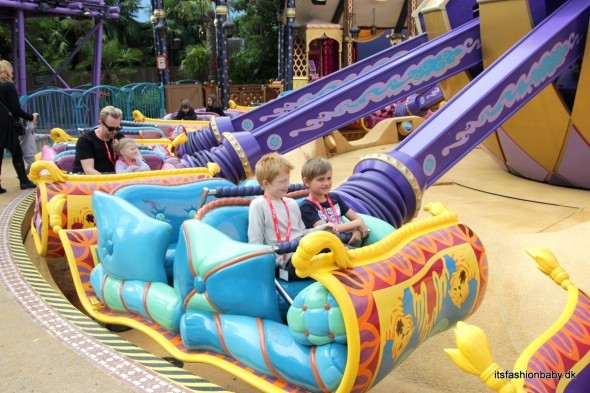 Flying Carpets at disneyland paris