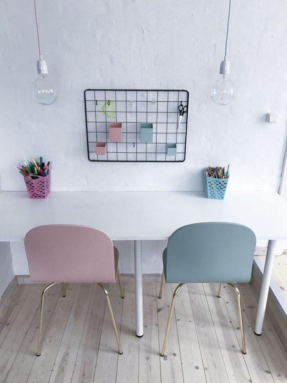Skrivebord til børn og skrivebordsstol til børn