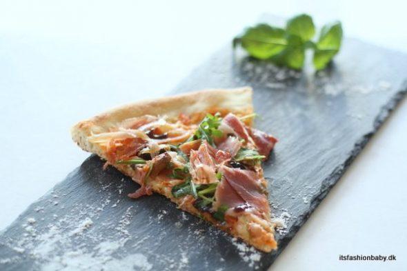 Nem og hurtig tomatsovs til pizza