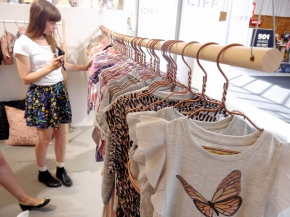 Lou kigger på Soft Gallerys fantastiske kollektion