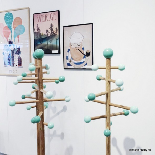 EnPind stumtjener fra Römer Design til børneværelset og til entre.