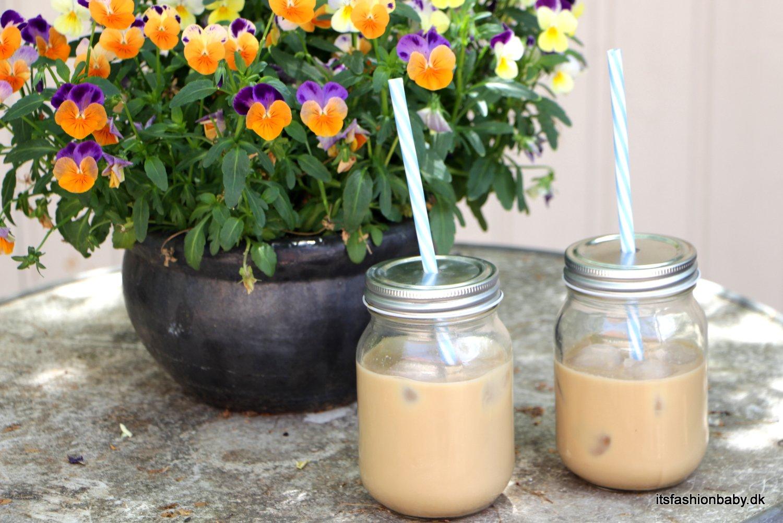 god og nem opskrift på hjemmelavet iskaffe