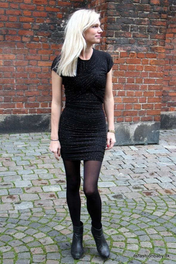 Ellers er Stine Goya Blush kjolen også altid et oplagt valg - den finder du her.