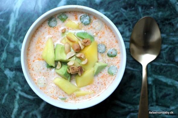Thai inspireret kylling i karry som ristaffel som er meget børnevenlig aftensmad