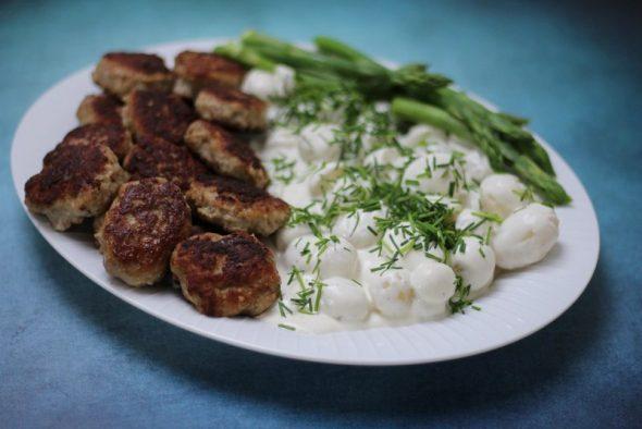 Hjemmelavet kartoffelsalat med sennep mayonnaise og creme fraise