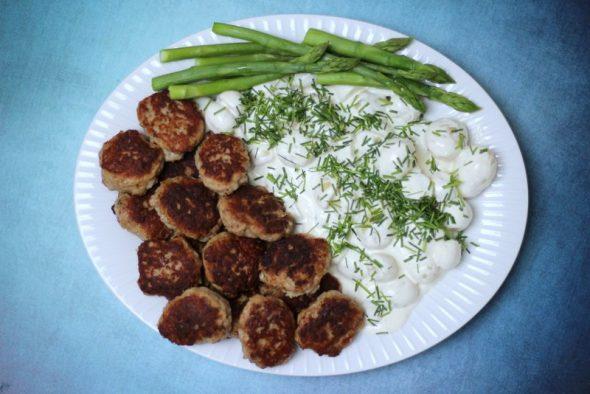 opskrift på frikadeller og hjemmelavet kartoffelsalat