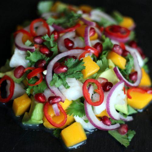 opskrift på ceviche med torsk avocado mango granatæble og koriander