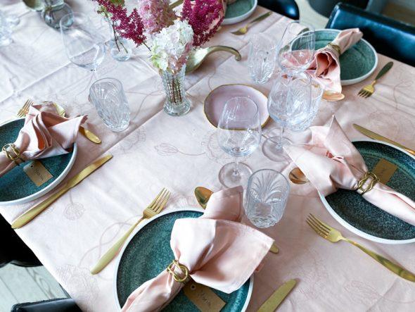 bordpynt feminint lyserødt